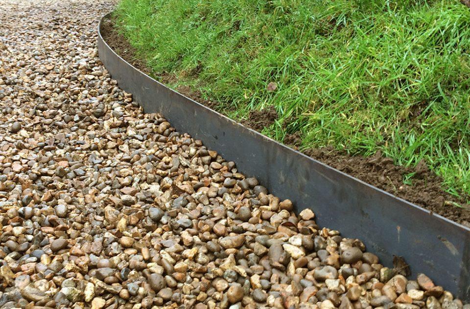 Lawn edging norfolk estate fencing for Metal garden border